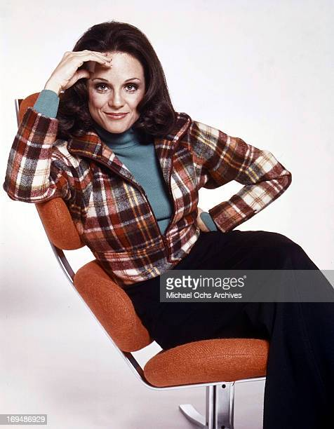 Actress Valerie Harper poses for a portrait in circa 1975