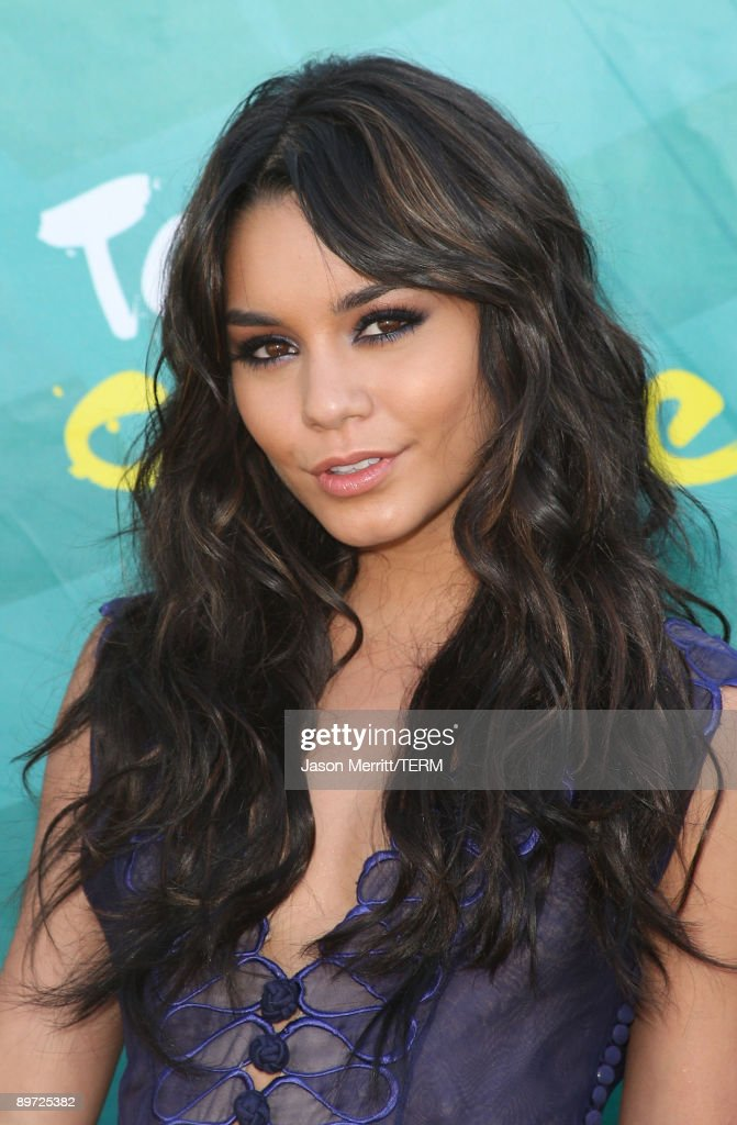 Actress Vanessa Hudgens arrives at the 2009 Teen Choice Awards held at Gibson Amphitheatre on August 9, 2009 in Universal City, California.