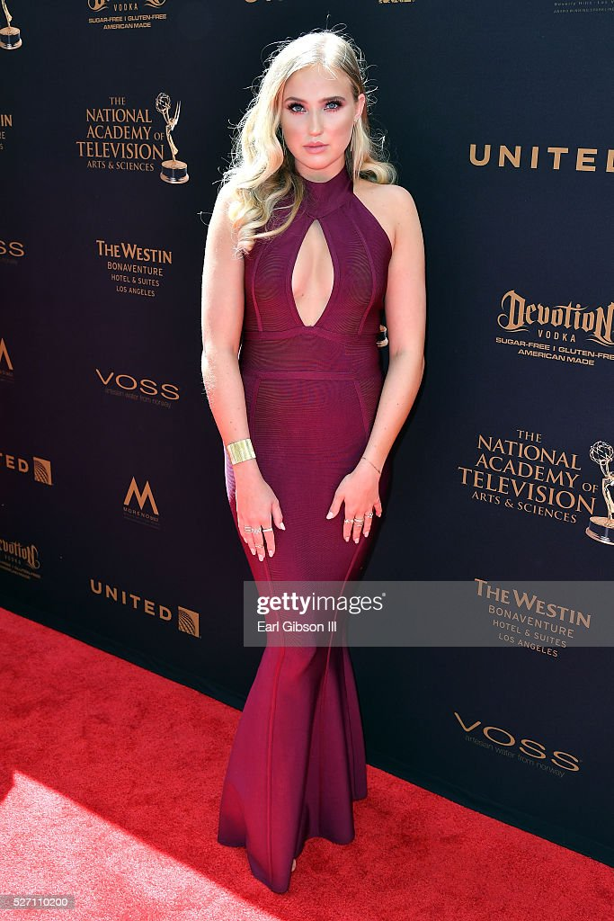 Actress <a gi-track='captionPersonalityLinkClicked' href=/galleries/search?phrase=Veronica+Dunne&family=editorial&specificpeople=7102691 ng-click='$event.stopPropagation()'>Veronica Dunne</a> arrives at the 43rd Annual Daytime Emmy Awards at the Westin Bonaventure Hotel on May 1, 2016 in Los Angeles, California.