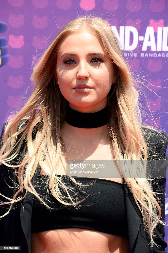 Actress <a gi-track='captionPersonalityLinkClicked' href=/galleries/search?phrase=Veronica+Dunne&family=editorial&specificpeople=7102691 ng-click='$event.stopPropagation()'>Veronica Dunne</a> attends the 2016 Radio Disney Music Awards at Microsoft Theater on April 30, 2016 in Los Angeles, California.