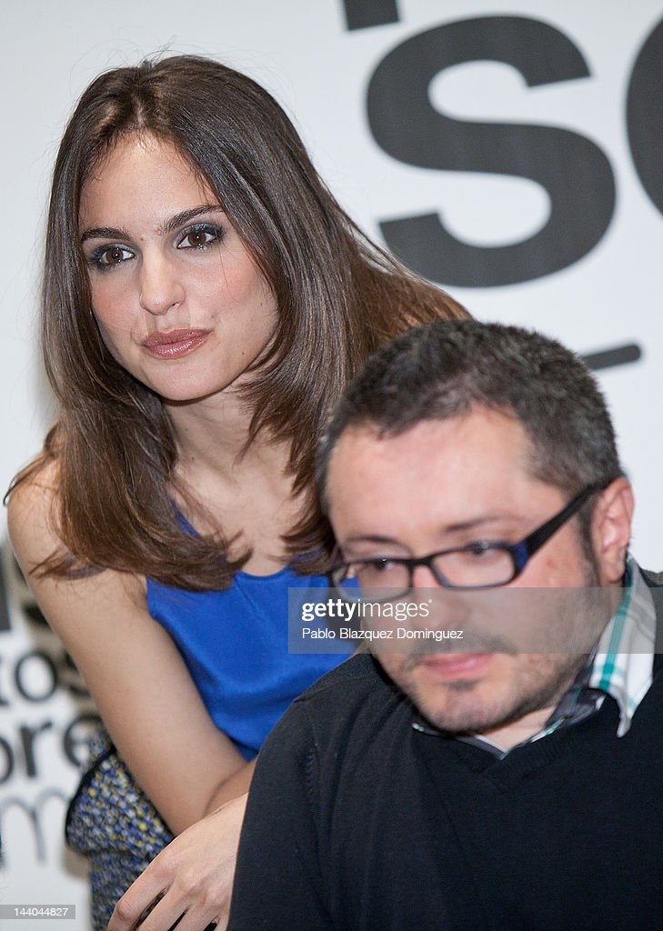 Actress Veronica Echegui and Director Roberto Perez Toledo attend 'Seis Puntos Sobre Emma' photocall - actress-veronica-echegui-and-director-roberto-perez-toledo-attend-picture-id144044827