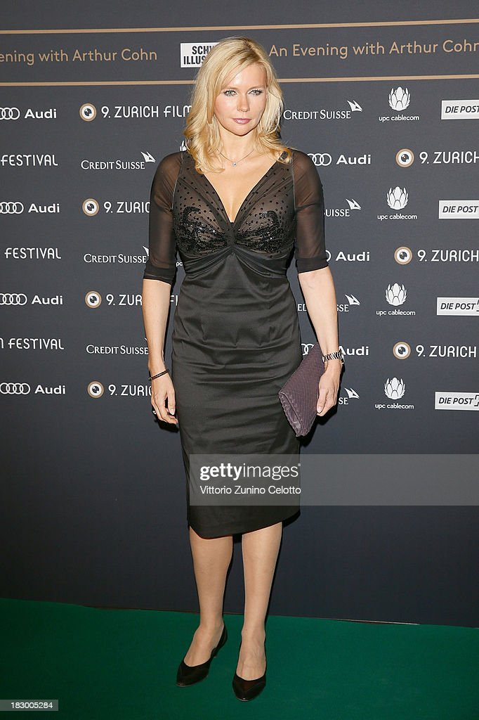Actress <a gi-track='captionPersonalityLinkClicked' href=/galleries/search?phrase=Veronica+Ferres&family=editorial&specificpeople=207167 ng-click='$event.stopPropagation()'>Veronica Ferres</a> attends an evening with Arthur Cohn during the Zurich Film Festival 2013 on October 3, 2013 in Zurich, Switzerland.