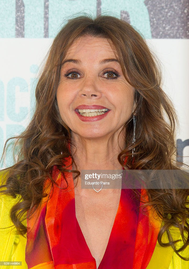 Actress <a gi-track='captionPersonalityLinkClicked' href=/galleries/search?phrase=Victoria+Abril&family=editorial&specificpeople=211257 ng-click='$event.stopPropagation()'>Victoria Abril</a> attends the 'Nacida para ganar' photocall at Eurobuilding hotel on May 04, 2016 in Madrid, Spain.