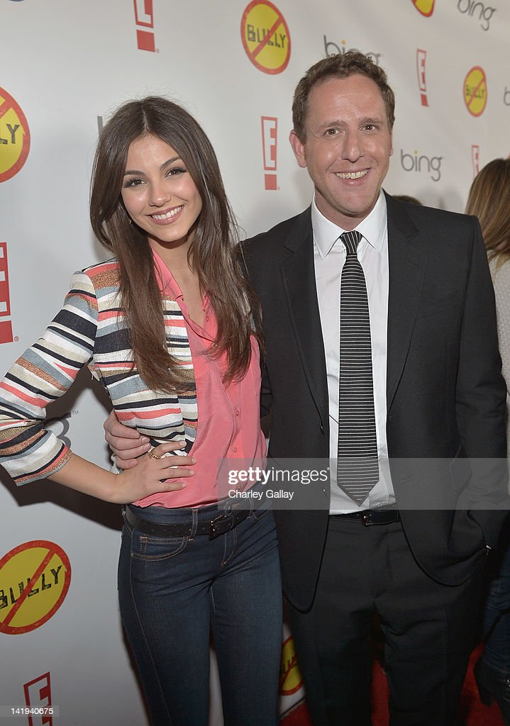 Actress <a gi-track='captionPersonalityLinkClicked' href=/galleries/search?phrase=Victoria+Justice&family=editorial&specificpeople=569887 ng-click='$event.stopPropagation()'>Victoria Justice</a> and Director/writer Lee Hirsch arrive at the Los Angeles Premiere of 'Bully' at Mann Chinese 6 on March 26, 2012 in Los Angeles, California.