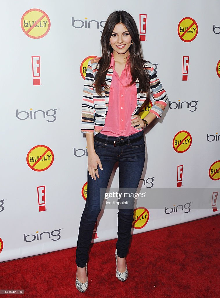Actress <a gi-track='captionPersonalityLinkClicked' href=/galleries/search?phrase=Victoria+Justice&family=editorial&specificpeople=569887 ng-click='$event.stopPropagation()'>Victoria Justice</a> arrives at the Los Angeles Premiere 'Bully' at Mann Chinese 6 on March 26, 2012 in Los Angeles, California.