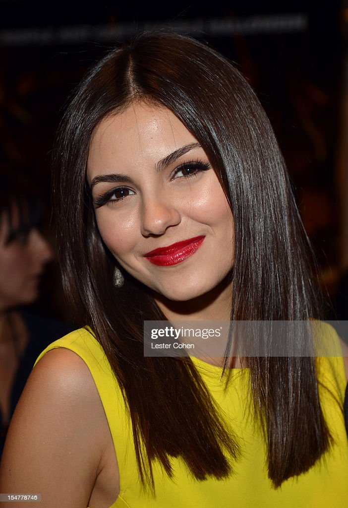Actress <a gi-track='captionPersonalityLinkClicked' href=/galleries/search?phrase=Victoria+Justice&family=editorial&specificpeople=569887 ng-click='$event.stopPropagation()'>Victoria Justice</a> arrives at the Los Angeles premiere of 'Fun Size' at Paramount Studios on October 25, 2012 in Hollywood, California.