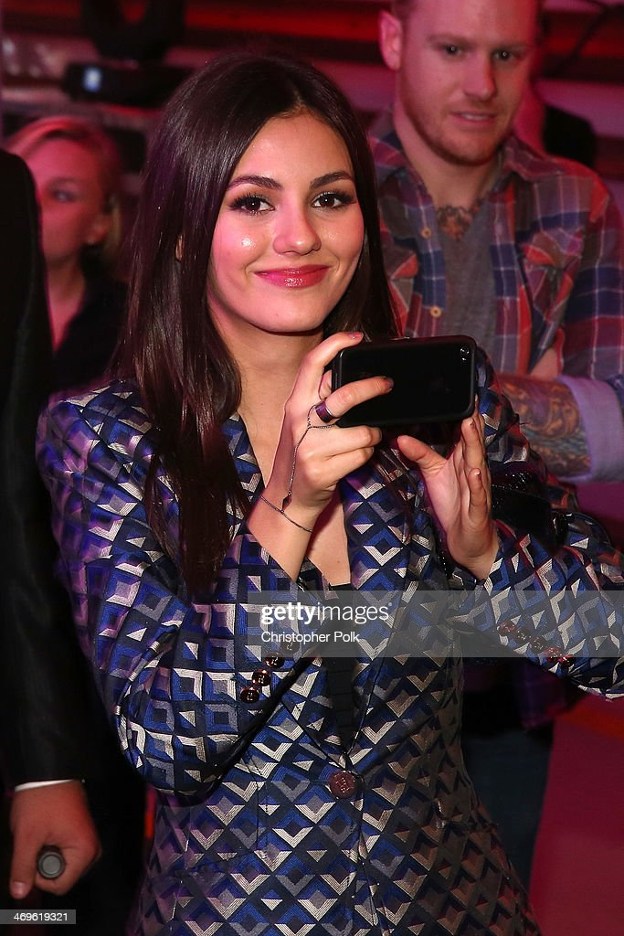 Actress Victoria Justice attends Cartoon Network's fourth annual Hall of Game Awards at Barker Hangar on February 15, 2014 in Santa Monica, California.