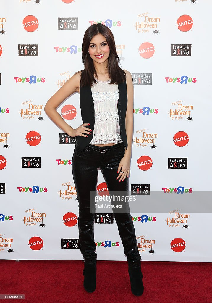 Actress <a gi-track='captionPersonalityLinkClicked' href=/galleries/search?phrase=Victoria+Justice&family=editorial&specificpeople=569887 ng-click='$event.stopPropagation()'>Victoria Justice</a> attends the Keep A Child Alive 2012 Dream Halloween Los Angeles charity event at Barker Hangar on October 27, 2012 in Santa Monica, California.