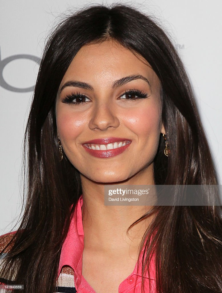 Actress <a gi-track='captionPersonalityLinkClicked' href=/galleries/search?phrase=Victoria+Justice&family=editorial&specificpeople=569887 ng-click='$event.stopPropagation()'>Victoria Justice</a> attends the premiere of The Weinstein Company's 'Bully' at the Mann Chinese 6 on March 26, 2012 in Los Angeles, California.