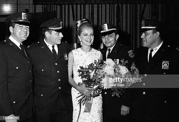 Actress Virna Lisi surrounded by New York policemen on Marche 21966 in New York New York