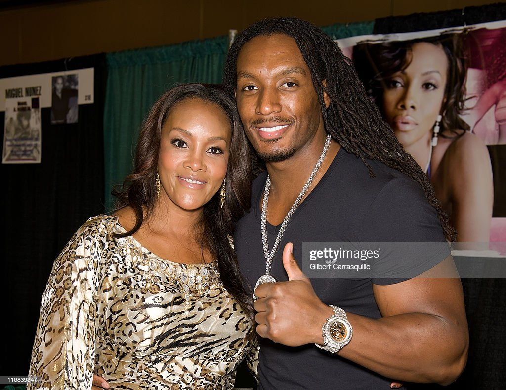 Actress <a gi-track='captionPersonalityLinkClicked' href=/galleries/search?phrase=Vivica+A.+Fox&family=editorial&specificpeople=201901 ng-click='$event.stopPropagation()'>Vivica A. Fox</a> and Omar 'Slim' White attend Wizard World's Philadelphia Comic Con 2011 at the Pennsylvania Convention Center on June 17, 2011 in Philadelphia, Pennsylvania.