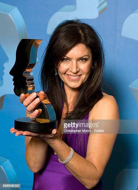 Actress Wendy Crewson poses for photographers with the Gemini for the Best Performance by an Actress in a Leading Role in a Dramatic Program or...