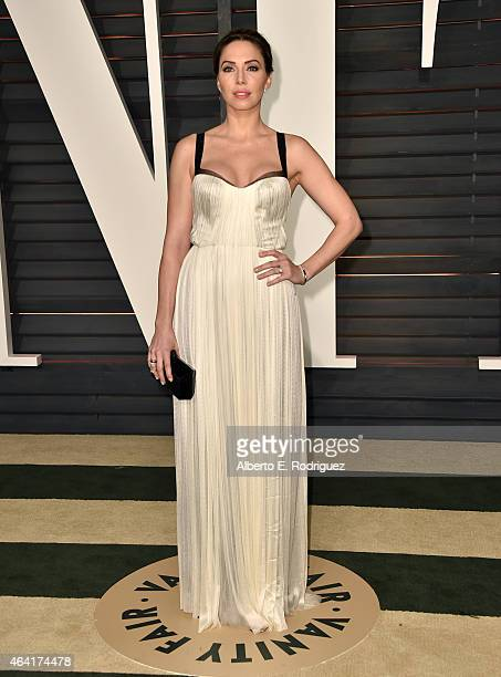 Actress Whitney Cummings attends the 2015 Vanity Fair Oscar Party hosted by Graydon Carter at Wallis Annenberg Center for the Performing Arts on...