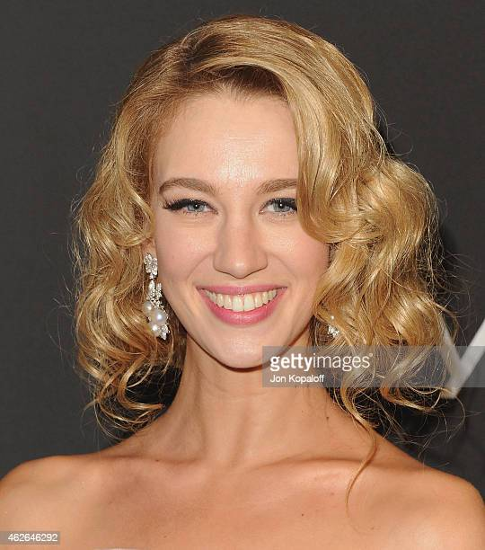 Actress Yael Grobglas arrives at the 16th Annual Warner Bros And InStyle PostGolden Globe Party at The Beverly Hilton Hotel on January 11 2015 in...