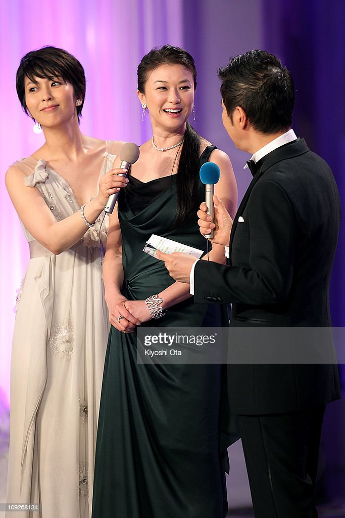 Actress Yui Natsukawa (C) attends the 34th Japan Academy Aawrds at Grand Prince Hotel New Takanawa on February 18, 2011 in Tokyo, Japan.