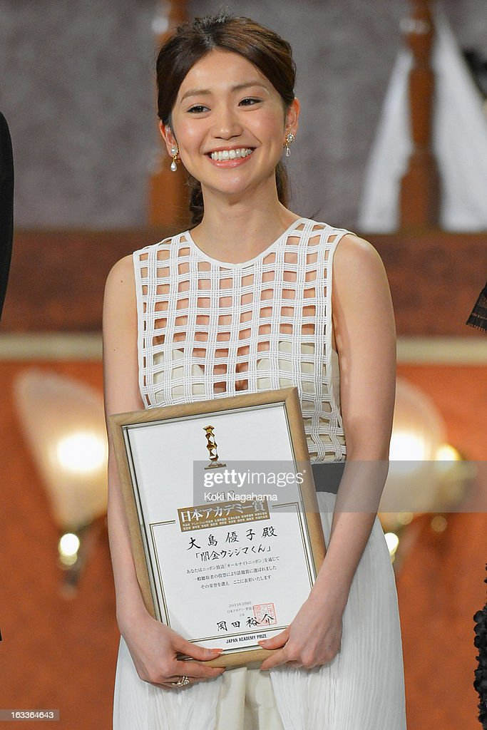 Actress <a gi-track='captionPersonalityLinkClicked' href=/galleries/search?phrase=Yuko+Oshima&family=editorial&specificpeople=5573990 ng-click='$event.stopPropagation()'>Yuko Oshima</a> accepts Popularity Award during the 36th Japan Academy Prize Award Ceremony at Grand Prince Hotel Shin Takanawa on March 8, 2013 in Tokyo, Japan.