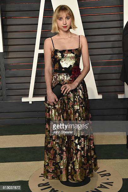 Actress Zoe Kazan arrives at the 2016 Vanity Fair Oscar Party Hosted By Graydon Carter at Wallis Annenberg Center for the Performing Arts on February...