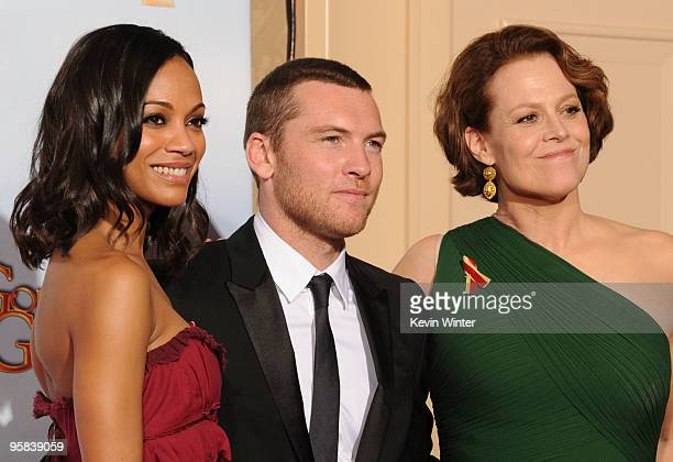 Actress Zoe Saldana actor Sam Worthington and actress Sigourney Weaver winners of Best Motion Picture Drama award for 'Avatar' pose in the press room...
