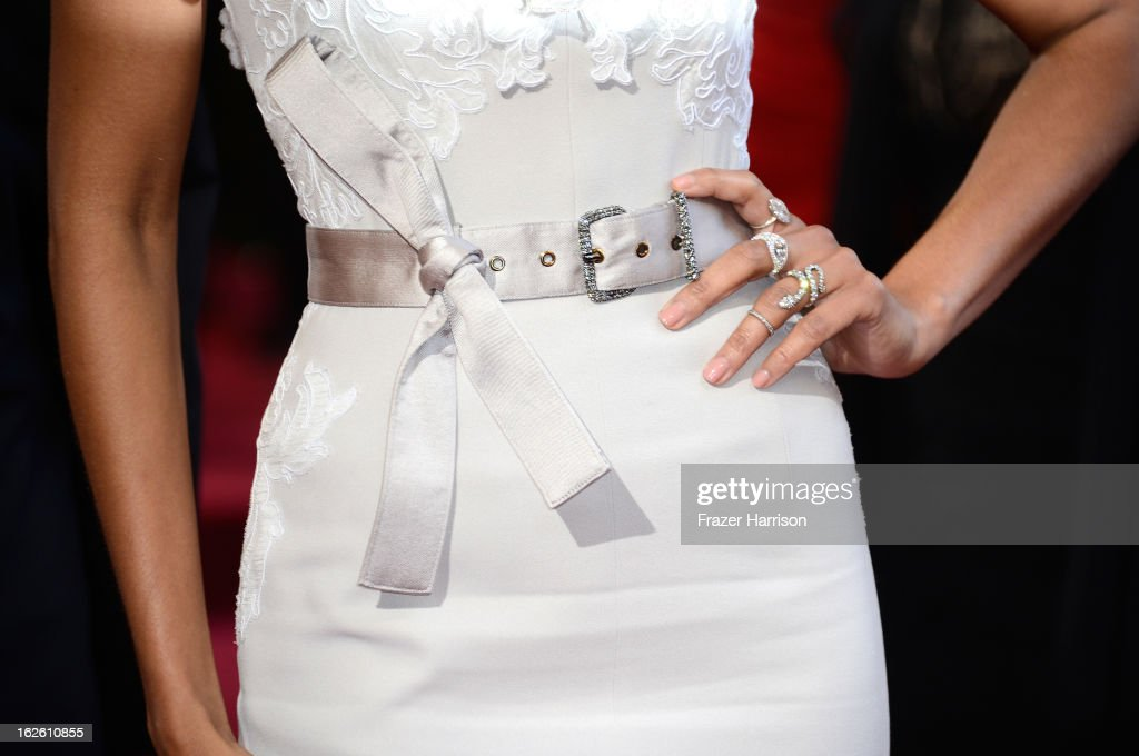 Actress Zoe Saldana (belt detail) arrives at the Oscars at Hollywood & Highland Center on February 24, 2013 in Hollywood, California.