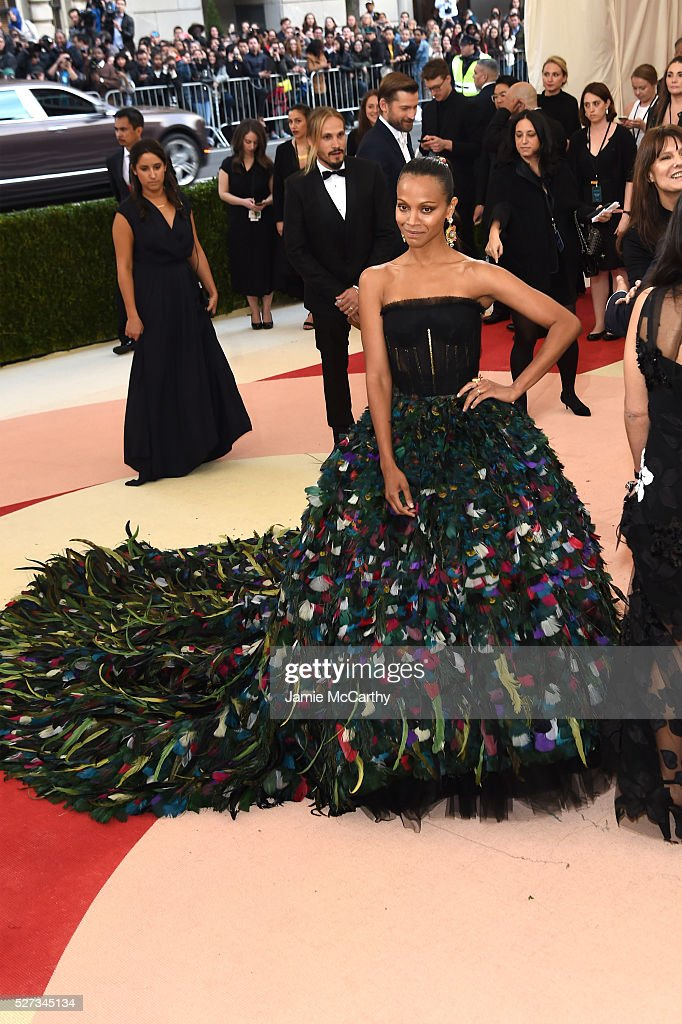 Actress Zoe Saldana attends the 'Manus x Machina: Fashion In An Age Of Technology' Costume Institute Gala at Metropolitan Museum of Art on May 2, 2016 in New York City.