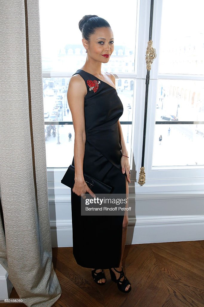 actress-thandie-newton-attends-the-schiaparelli-haute-couture-spring-picture-id632458260