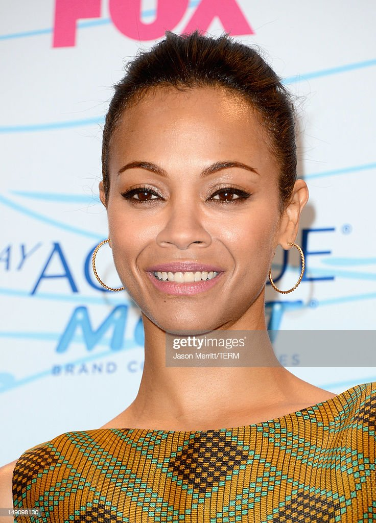 Actress Zoe Saldana poses in the press room during the 2012 Teen Choice Awards at Gibson Amphitheatre on July 22, 2012 in Universal City, California.