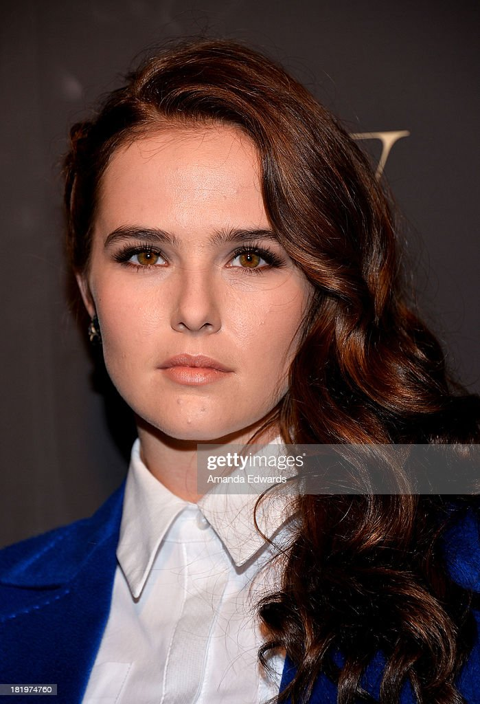 Actress <a gi-track='captionPersonalityLinkClicked' href=/galleries/search?phrase=Zoey+Deutch&family=editorial&specificpeople=4951672 ng-click='$event.stopPropagation()'>Zoey Deutch</a> arrives at the Escada and W Magazine shopping event benefiting the Cool Earth Organization at Escada Boutique on September 26, 2013 in Beverly Hills, California.