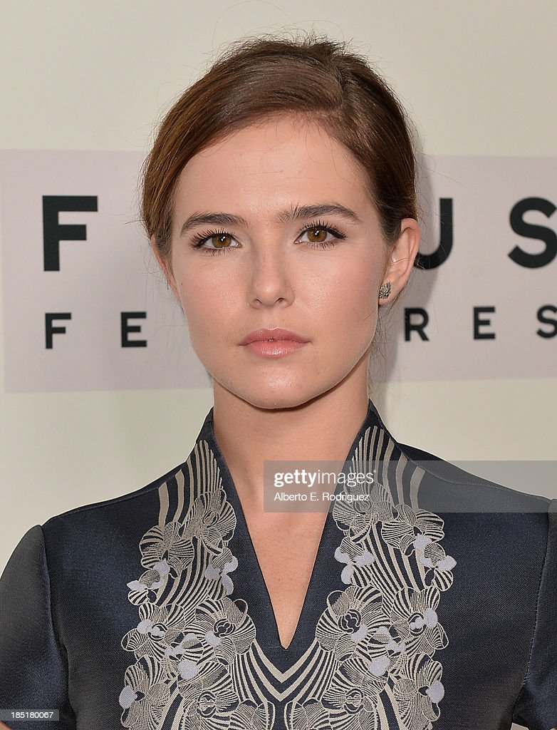 Actress <a gi-track='captionPersonalityLinkClicked' href=/galleries/search?phrase=Zoey+Deutch&family=editorial&specificpeople=4951672 ng-click='$event.stopPropagation()'>Zoey Deutch</a> attends Focus Features' 'Dallas Buyers Club' premiere at the Academy of Motion Picture Arts and Sciences on October 17, 2013 in Beverly Hills, California.