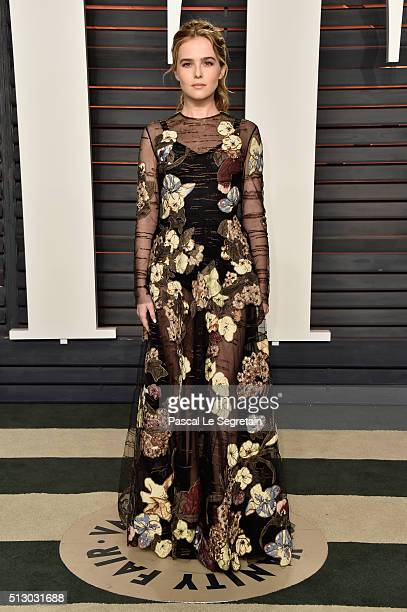 Actress Zoey Deutch attends the 2016 Vanity Fair Oscar Party Hosted By Graydon Carter at the Wallis Annenberg Center for the Performing Arts on...