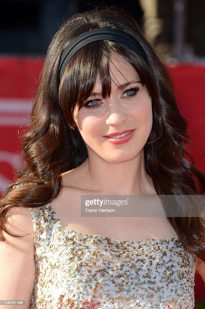 Actress <a gi-track='captionPersonalityLinkClicked' href=/galleries/search?phrase=Zooey+Deschanel&family=editorial&specificpeople=202927 ng-click='$event.stopPropagation()'>Zooey Deschanel</a> arrives at the 2012 ESPY Awards at Nokia Theatre L.A. Live on July 11, 2012 in Los Angeles, California.