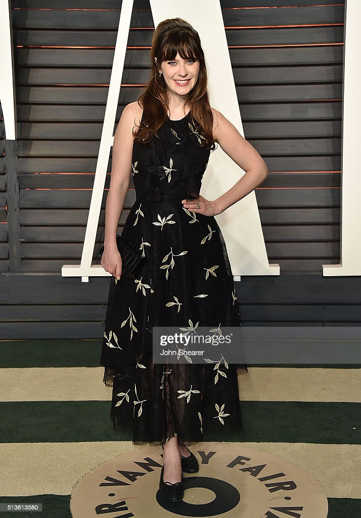 Actress Zooey Deschanel arrives at the 2016 Vanity Fair Oscar Party Hosted By Graydon Carter at Wallis Annenberg Center for the Performing Arts on February 28, 2016 in Beverly Hills, California.