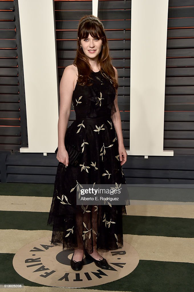 Actress Zooey Deschanel attends the 2016 Vanity Fair Oscar Party hosted By Graydon Carter at Wallis Annenberg Center for the Performing Arts on February 28, 2016 in Beverly Hills, California.