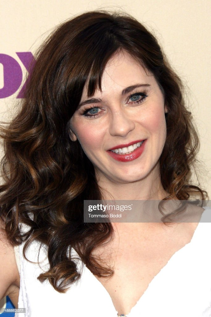 Actress <a gi-track='captionPersonalityLinkClicked' href=/galleries/search?phrase=Zooey+Deschanel&family=editorial&specificpeople=202927 ng-click='$event.stopPropagation()'>Zooey Deschanel</a> attends the 'New Girl' Season 3 Finale screening and cast Q&A held at the Zanuck Theater at 20th Century Fox Lot on May 8, 2014 in Los Angeles, California.