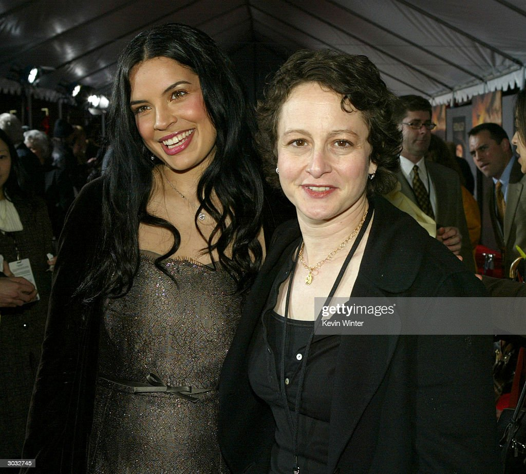 Actress Zuleikha Robinson (L) and Disney's Nina Jacobson (R) arrive at the premiere of Touchstone's 'Hildago' at the El Capitan Theatre on March 1, 2004 in Los Angeles, California.
