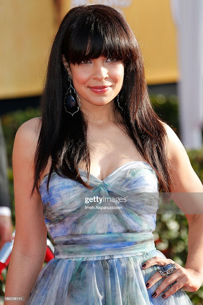 Actress Zuleikha Robinson attends the 19th Annual Screen Actors Guild Awards at The Shrine Auditorium on January 27, 2013 in Los Angeles, California.