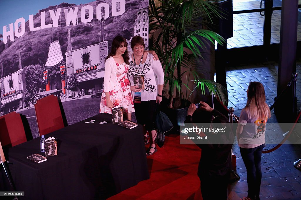 Actress/author <a gi-track='captionPersonalityLinkClicked' href=/galleries/search?phrase=Illeana+Douglas&family=editorial&specificpeople=208708 ng-click='$event.stopPropagation()'>Illeana Douglas</a> (L) and pass holders attend <a gi-track='captionPersonalityLinkClicked' href=/galleries/search?phrase=Illeana+Douglas&family=editorial&specificpeople=208708 ng-click='$event.stopPropagation()'>Illeana Douglas</a> book signing during day 2 of the TCM Classic Film Festival 2016 on April 29, 2016 in Los Angeles, California. 25826_009