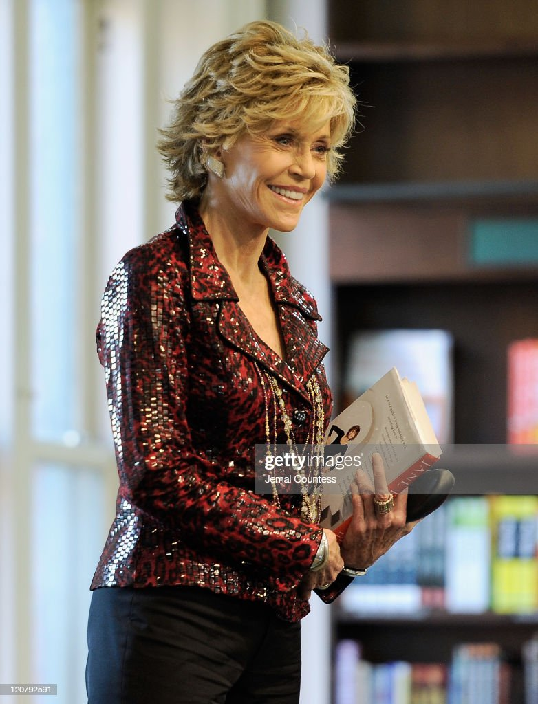 Actress/author <a gi-track='captionPersonalityLinkClicked' href=/galleries/search?phrase=Jane+Fonda&family=editorial&specificpeople=202174 ng-click='$event.stopPropagation()'>Jane Fonda</a> takes the stage to speak as she promotes 'Prime Time: Making The Most Of All Of Your Life' at Barnes & Noble Union Square on August 10, 2011 in New York City.
