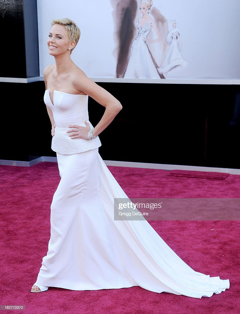 Actress<a gi-track='captionPersonalityLinkClicked' href=/galleries/search?phrase=Charlize+Theron&family=editorial&specificpeople=171250 ng-click='$event.stopPropagation()'>Charlize Theron</a> arrives at the Oscars at Hollywood & Highland Center on February 24, 2013 in Hollywood, California.