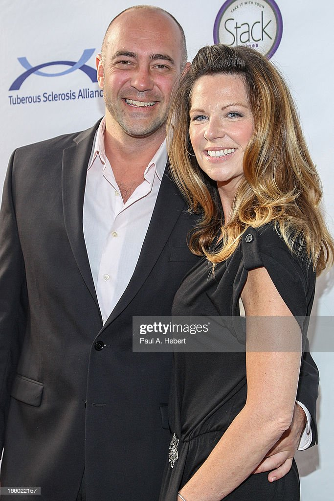 Actress/comedian Mo Collins (R) and fiance Alex Skuby attend the Comedy for a Cure benefit held at Lure on April 7, 2013 in Hollywood, California.