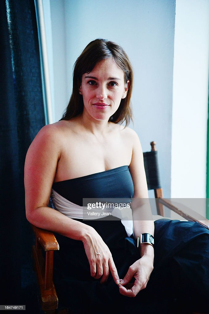 amy jo johnson up shorts
