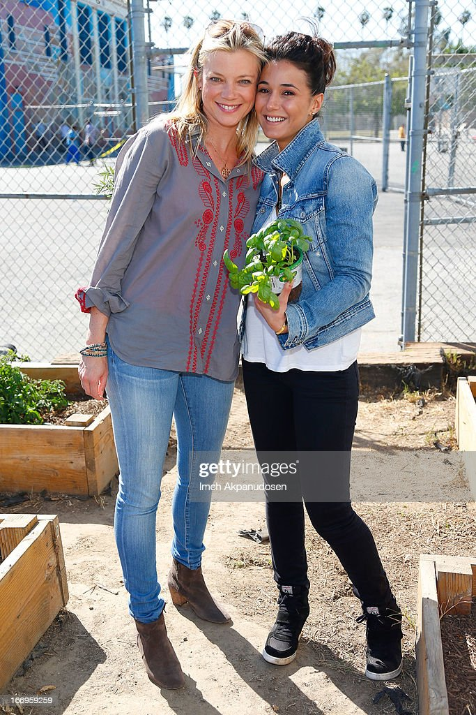 Actresses Amy Smart (L) and Emmanuelle Chriqui attend the Environmental Media Association's celebration of Earth Day at Cochran Middle School on April 18, 2013 in Los Angeles, California.
