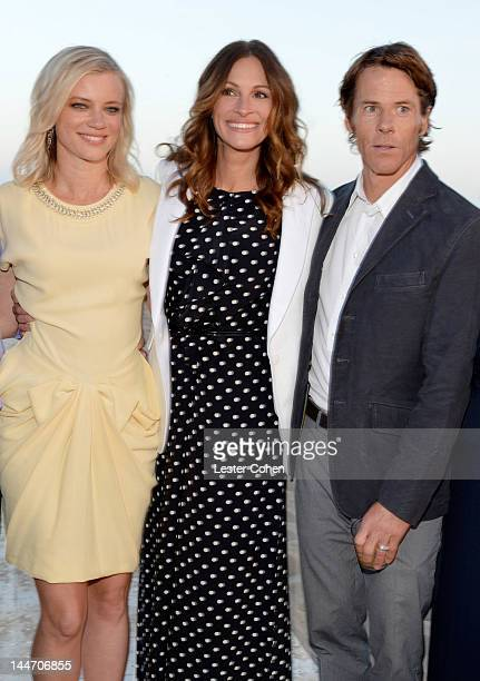 Actresses Amy Smart and Julia Roberts and Daniel Moder attend Heal The Bay's 'Bring Back The Beach' Annual Awards Presentation Dinner held at The...