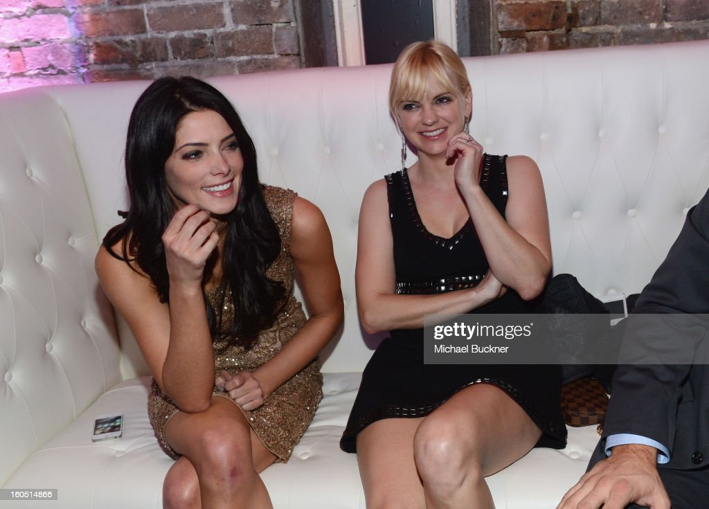 Actresses <a gi-track='captionPersonalityLinkClicked' href=/galleries/search?phrase=Ashley+Greene&family=editorial&specificpeople=781552 ng-click='$event.stopPropagation()'>Ashley Greene</a> (L) and Anna Faris attend the Audi Forum New Orleans at the Ogden Museum of Southern Art on February 1, 2013 in New Orleans, Louisiana.