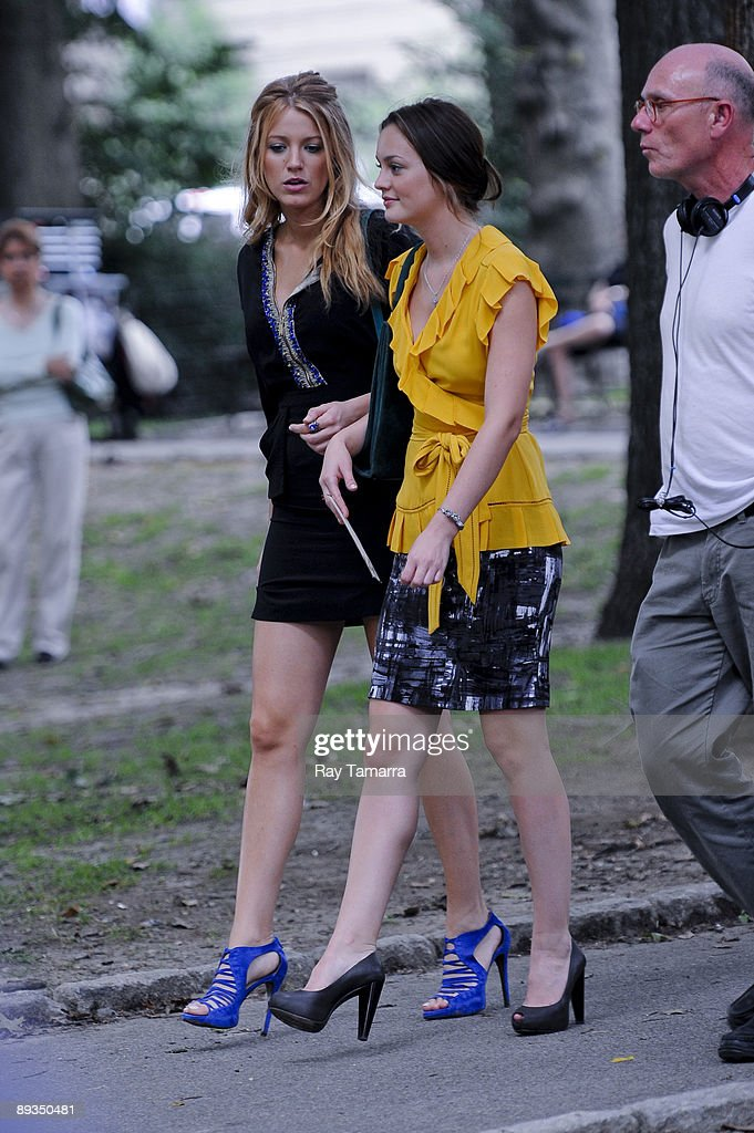 Actresses <a gi-track='captionPersonalityLinkClicked' href=/galleries/search?phrase=Blake+Lively&family=editorial&specificpeople=221673 ng-click='$event.stopPropagation()'>Blake Lively</a> (L) and Leighton Meester film scene at the 'Gossip Girl' movie set in Central Park on July 27, 2009 in New York City.
