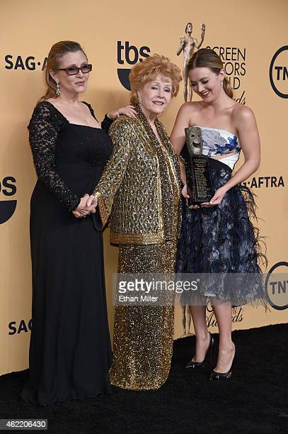 Actresses Carrie Fisher Screen Actors Guild Life Achievement Award recipient Debbie Reynolds and Billie Lourd pose in the press room at the 21st...