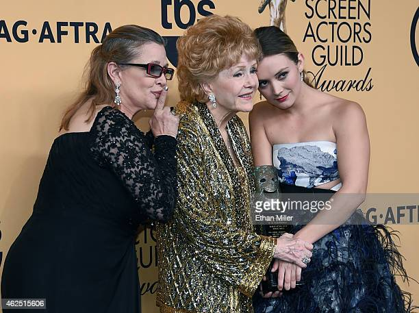 Actresses Carrie Fisher Screen Actors Guild Life Achievement Award recipient Debbie Reynolds and Billie Lourd pose in the press room during the 21st...