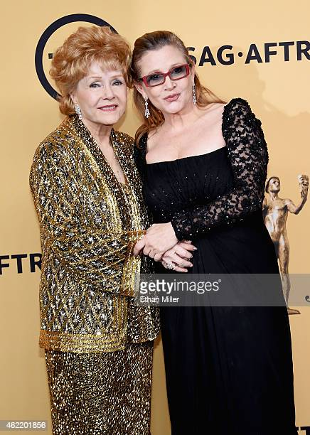 Actresses Debbie Reynolds recipient of the Screen Actors Guild Life Achievement Award and Carrie Fisher pose in the press room at the 21st Annual...