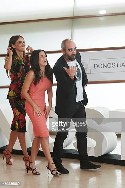 Actresses Goya Toledo Paola Dario and actor Luis Tosar attend the 'El Desconocido' photocall at the Kursaal Palace during 63rd San Sebastian...