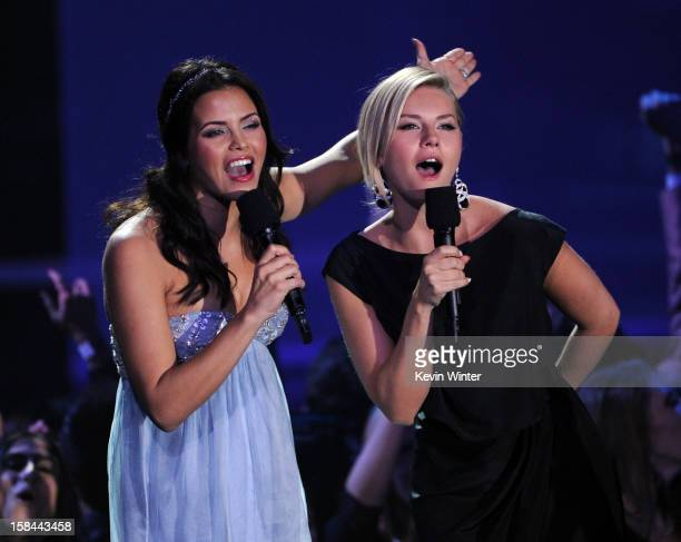 Actresses Jenna DewanTatum and Elisha Cuthbert speak onstage during 'VH1 Divas' 2012 at The Shrine Auditorium on December 16 2012 in Los Angeles...