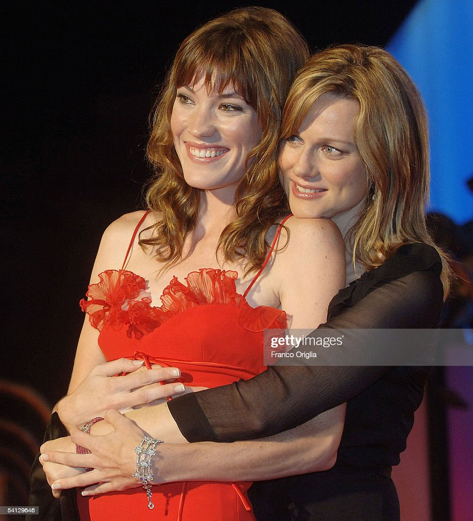 Actresses Jennifer Carpenter (L) and Laura Linney arrive for the premiere of their new film 'The Exorcism Of Emily Rose' at the Palazzo del Casino on September 1, 2005 in Venice, Italy.
